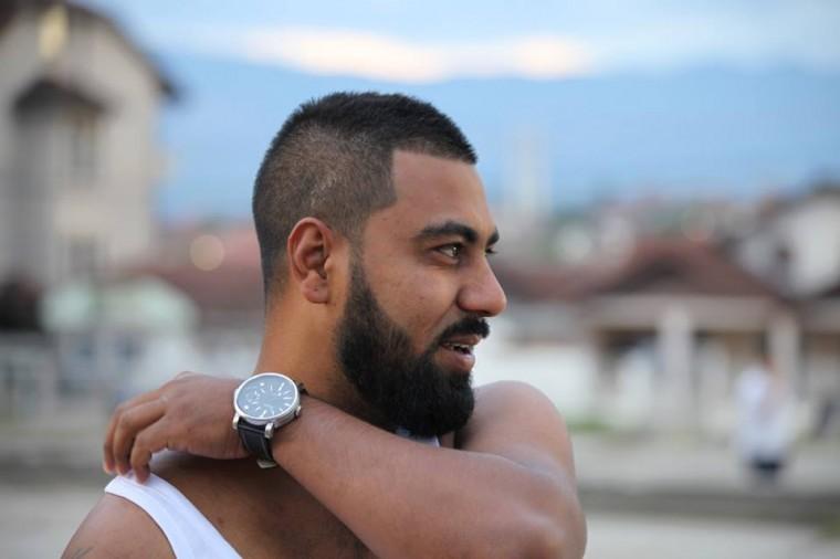 Al Lion est l'un des rappeurs du groupe de rap rom de Shutka Roma Rap - Official. Il vit à Shutka, dans la banlie