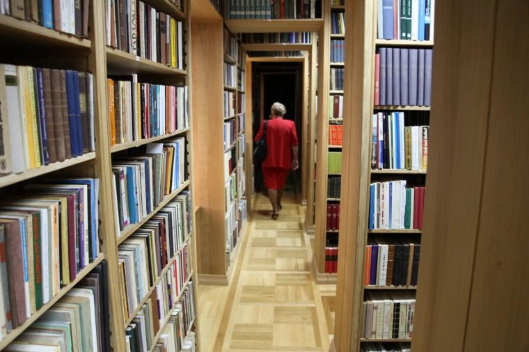 La bibliothèque du monastère compte plus de 2000 ouvrages, dont quelques pièces rares.