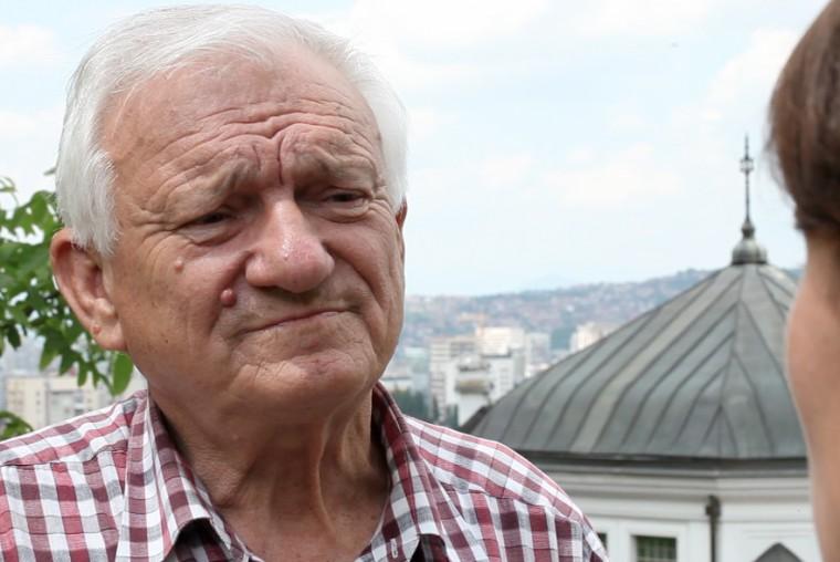 Le général Divjak fut formé à l'armée yougoslave de Belgrade. Serbe d'origine, il se battit au côté des Sarajéviens pendant le siège de 1992 à 1995.