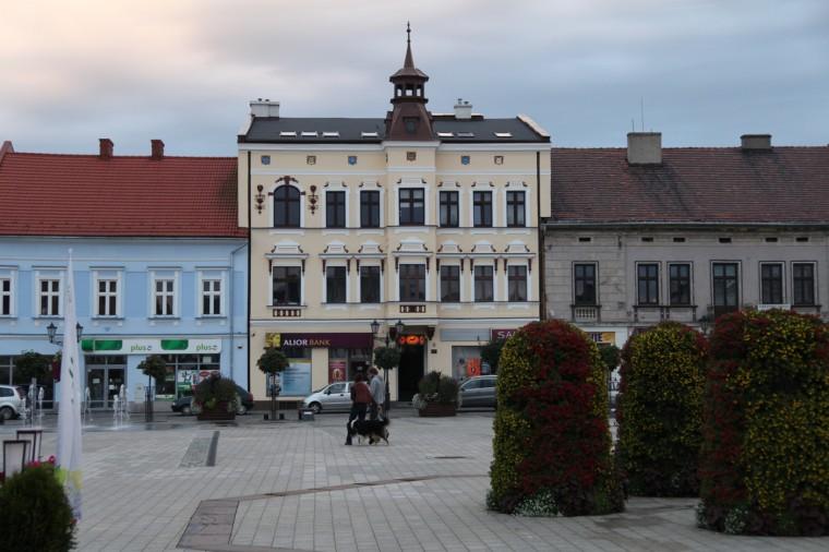 Le centre-ville a été entièrement rénové en 2014. Quelques touristes viennent enfin s'y promener...