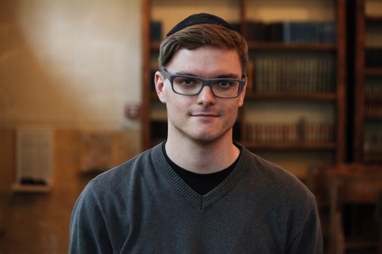 Après cette année de volontariat, Daniel hésite à reprendre ses études de développement, et aimerait peut-être faire des recherches en histoire.