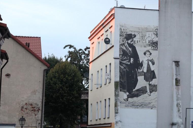 Plusieurs initiatives tentent de montrer la vie paisible de cette ville, au début du XXème siècle... et aujourd'hui.